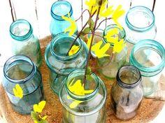 Te mostramos una idea sencilla y fácil de cómo pintar frascos de vidrio. No necesitarás mucho tiempo ni muchos materiales y el resultado es muy bueno. Podrás usar todo frasco de vidrio para decorar y de los colores que quieras: Materiales: Frasco de vidrio limpio Pegamento cola Pincel Colorante de alimentos Paso a paso: Primero comienzas con un frasco de vidrio limpio y colocas pegamento cola y colorante. Puedes probar diferentes relaciones para lograr el color que más te guste. Por…