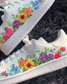 Crepped, custom Nike Air Force 1 sneakers made by professional artists. All our sneakers are made with care. White Nike Shoes, Nike Air Shoes, Custom Painted Shoes, Custom Shoes, Nike Floral, Sneakers Fashion, Fashion Shoes, Runway Fashion, Tenis Vans