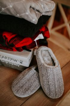 A comfy treat 😍 Shop Finley: bearpaw.com/ #LiveLifeComfortably #BearpawStyle