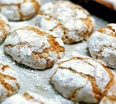 ANatale i biscotti golosi e icioccolatini sono una vera tradizioneper preparare dei dolci doni da regalare ad amici e parenti. Decidete quali biscotti natalizi volete preparare, procuratevi tutt...