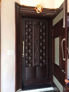 Are you looking for the best wooden doors for your home that suits perfectly? Then come and see our new content Wooden Main Door Design Ideas. Single Main Door Designs, House Main Door Design, Wooden Front Door Design, Home Door Design, Main Entrance Door Design, Double Door Design, Pooja Room Door Design, Door Design Interior, Modern Entrance Door