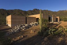 The dust architect has created the beautiful tucson mountain retreat in sonoran desert in tucson, Arizona. Here are the wonderful pictures of tucson mountain retreat for you to see! Sustainable Architecture, Residential Architecture, Sustainable Design, Contemporary Architecture, Space Architecture, Rammed Earth Homes, Rammed Earth Wall, Sonora Desert, Villa