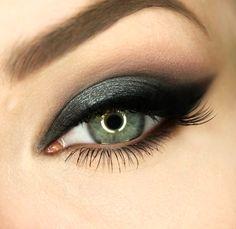 Products Used: Makeup Geek Eye Shadow in Corrupt, Cupcake, Mocha, Vanilla Bean, Makeup Geek Pigment in Paparazzi