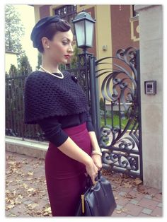 Idda Van Munster easy to make a cape that has the same efect and can be used in different outfits Rockabilly Mode, Rockabilly Fashion, 1950s Fashion, Fashion 2018, Fashion Spring, Women's Fashion, Ladies Fashion, Fashion Pants, Fashion Online
