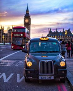London Calling with three of its icons. Big Ben, a red double decker bus and a black taxi City Of London, London Bus, Streets Of London, London Icons, London Photography, City Photography, Stunning Photography, London Fotografie, Big Ben