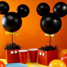 Centro de Mesa Mickey Mouse Mickey Mouse Birthday Decorations, Mickey 1st Birthdays, Minnie Mouse Theme Party, Fiesta Mickey Mouse, Mickey Mouse Baby Shower, Mickey Mouse Halloween, Mickey Mouse Parties, Mickey Birthday, Baby Mickey