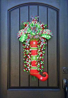 Olá amigos,     Gostaria de compartilhar algumas idéias lindas de decoração natalina que encontrei nas minhas andanças pela net.     Com o ...