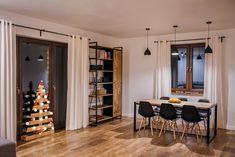 Jadalnia w nowoczesnym stylu zahacza nieco o inspiracje industrialne i skandynawskie. Zdecydowane czarne elementy, jak... Brick Loft, Red Sofa, Black Kitchens, Modern Classic, Home Living Room, Home Interior Design, House Plans, Sweet Home, Home And Garden