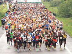 Thousands of runners, led by the elite runners, start Grandma's Marathon in Two Harbors, Minn. ■ Photo: AP