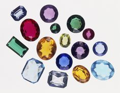 It& easy to grow your own crystals to make faux or synthetic gemstones. Here& how to make ruby, amethyst, emerald, and diamond faux gems. Borax Crystals, Diy Crystals, Crystals And Gemstones, Stones And Crystals, Gem Stones, Healing Crystals, Black Crystals, Grow Your Own Crystals, Growing Crystals