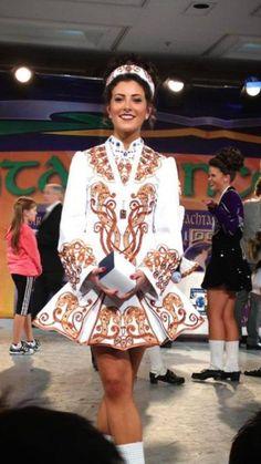 Love the mix of old and new in this solo dress Irish Step Dancing, Irish Dance, Irish Costumes, Dance Costumes, Celtic Dance, Coloured People, Kobold, Irish Traditions, Just Dance
