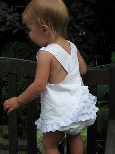 Baby Girl Patterns, Baby Girl Dress Patterns, Baby Clothes Patterns, Baby Sewing Projects, Sewing For Kids, Little Girl Dresses, Baby Dresses, Dress Girl, Pinafore Pattern