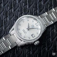 56 Top Wesselton diamonds on the bezel,12 on the White Mother-of-Pearldial, 1classic H-shape polished steel bracelet - just a few of the luxe details found on the TAG Heuer Carrera Calibre 9Diamond Dial and Bezel. Discover more in our bio. #DontCrackUnderPressure #style #women #watch #reloj