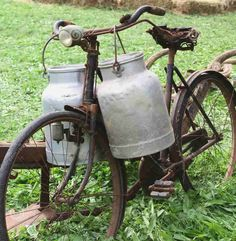 Rusty Old Bike Of The Milkman With Two Old Milk Cans And Broken Stock Photo - Image of closeup, nostalgia: 44831528 Country Farm, Country Life, Country Living, Country Style, Old Bicycle, Old Bikes, Velo Retro, Old Milk Cans, Land Girls