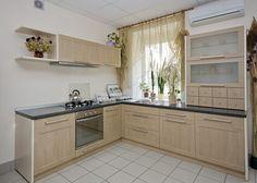 Atelier culinaire , cuisine chêne massif clair, vaisselier ...