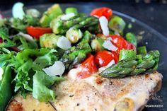 Pikainen parsa-tomaattipaistos /// Nopea ja moneen sopiva parsa-tomaattipaistos pannulla pelastaa kiireisenkin arkilautasen.