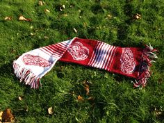 Detroit Red Wings, The scarf