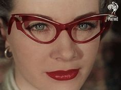Red vintage horn-rimmed glasses (with matching red lipstick - LOVE IT) 50s Glasses, Cool Glasses, Cat Eye Glasses, Girls With Glasses, Glasses Style, Funky Glasses, Rockabilly Style, Vintage Accessories, Fashion Accessories
