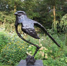 Greifvogel in Bronze von Walda Mees www. Abstract Sculpture, Sculpture Art, Gravity Art, Clay Birds, Ceramic Animals, Animal Sculptures, Bird Art, Garden Art, Clay Design