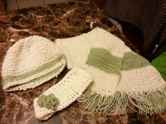 I made this hat, headband and scarf trio in the hopes that it would look somewhat Celtic.