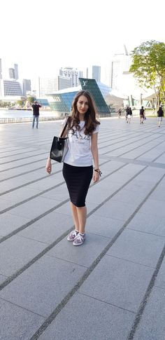 Stiletto and Red Lips - stilettoandredlips Red Lips, Singapore, Midi Skirt, Louis Vuitton, Skirts, Travel, Fashion, Moda, Viajes
