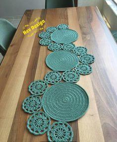 Study In Circles Crochet Motif Table Runner Pattern Crochet Leaves, Crochet Circles, Crochet Round, Crochet Motif, Crochet Designs, Knitting Designs, Crochet Doilies, Crochet Flowers, Crochet Stitches