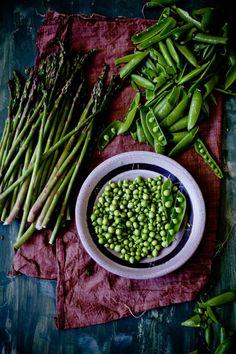desirelinesblog:  quebuenoesvivir:  Fresh Peas and Thin...