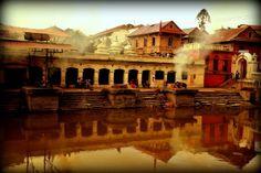 Urokliwe Kathmandu, niesamowity klimat Pashupati i zwiedzanie świątyni bogini Kodari. Więcej tutaj: http://smieszynkatravel.com/kathamndu/ #nepal #kathmandu #pashupati #kodari #zwiedzanie #cozobaczyć