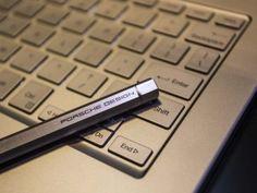 #HardwarePcJenny Blog & News - #Surface #Book targato #PorscheDesign  #Porsche Design, #Microsoft e #Intel hanno appena annunciato Book One, un 2-in-1 di fascia alta con #Windows10 e chiaramente ispirato a #SurfaceBook.  Link articolo: http://hardwarepcjenny.com/network/blog-news/surface-book-targato-porsche-design/