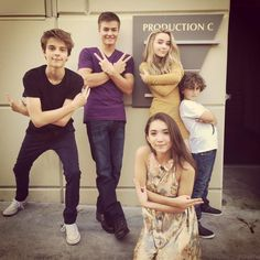 On Wednesday, October Girl Meets World star August Maturo shared this image of himeself and co-stars Corey Fogelmanis, Rowan Blanchard, Sabrina Riley Matthews, Disney Channel Shows, Disney Shows, Meet Girls, Girls In Love, Sabrina Carpenter, Girl Meets World Cast, Girl Meets World Farkle, Triste Disney