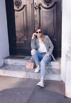 Casual blazer jeans look Blazer With Jeans, Casual Blazer, Daisies, Glitter, Fashion, Moda, Margaritas, Fashion Styles, Margarita Flower