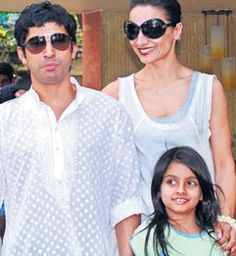 Farhan Akhtar with his daughter Akira and wife Adhuna. Indian Bollywood Actors, Bollywood Stars, Akira, Childhood, Daughter, Movies, Wedding, Outfits, Men