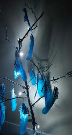 Lights and feathers centrepiece
