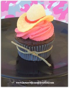 The REAL Housewives of Riverton: Cowgirl Cupcakes Cowboy Cupcakes, Cowgirl Cakes, Themed Cupcakes, Fun Cupcakes, Birthday Cupcakes, Cupcake Cakes, Western Theme Cupcakes, Country Cupcakes, Horse Birthday