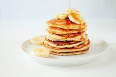 Weer een fijn recept van Culy-lezer Anne: ricotta pancakes met citrusboter. Lekker als ontbijt, lunch of toetje! Meng in een kom de bloem, baking soda en het zout. Kluts in een andere kom het ei los samen met de ricotta, karnemelk, honing en vanille-extract. Voeg het eimengsel langzaam bij de droge ingrediënten en spatel door … Sweet Recipes, Real Food Recipes, Ricotta Pancakes, Food N, Scones, Clean Eating, Brunch, Veggies, Breakfast