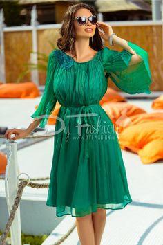 Rochia verde Haru din matase naturala este alegerea perfecta pentru o aparitie de exceptie!