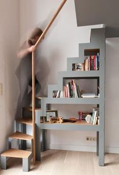 escalera 2 Do It Yourself (DIY) & Crafts Jonathan Alonso Webpage : www.thejon … escalera 2 Do It Yourself (DIY) & Crafts Jonathan Alonso Webpage : www. Attic Rooms, Attic Spaces, Tiny Spaces, Small Apartments, Loft Staircase, Staircase Design, Staircase Ideas, Small Space Staircase, Spiral Staircases