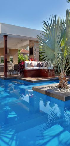 A #sofa by the #pool is perfect for my relaxing day...I dream to read a book in such a beautiful place!