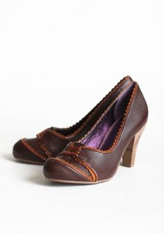 I adore the retro styling of these shoes. They make me think of how stylish my grandmother looks in old photographs.