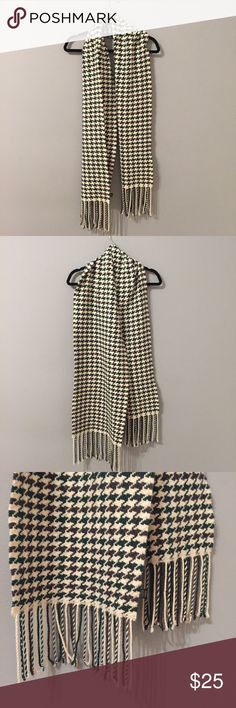 "Banana Republic Thick Warm Wool Scarf 35% Viscose, 29% Lambs Wool, 21% Nylon, 8% Angora, 7% Cashmere. Length: 72"" Width: 12"". Super soft and very warm! Worn lightly Banana Republic Accessories Scarves & Wraps"