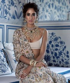 New Bridal Poses Indian India Ideas Indian Wedding Outfits, Bridal Outfits, Indian Outfits, Indian Attire, Indian Wear, Indian India, Indian Style, Lehenga Choli, Anarkali