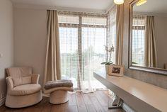 delikatnie, kobieco, romantycznie. Część sypialni przeznaczona tylko na Niej ;) projekt i realizacja ArteCubo #interior #interiordesign  #bedroom #bedroomdesign #curtains #hangings #womansparadise #artecubo