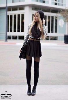 Черные гольфы — идеальный вариант, если вы хотите сделать ноги визуально стройнее.