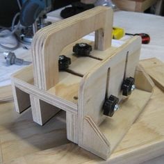 push block for woodworking: 5 steps (with pictures) bench design furniture jigs techniques Woodworking Workbench, Woodworking Supplies, Popular Woodworking, Custom Woodworking, Fine Woodworking, Woodworking Projects, Woodshop Tools, Japanese Woodworking, Woodworking Magazines