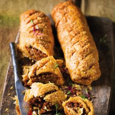 Easy home-made sausage rolls, replace with boerewors. Recipe Using Pork Sausage, Recipes Using Pork, Pie Recipes, Sausage Roll Pastry, Sausage Rolls, Home Made Sausage, Puff Pastry Sheets, South African Recipes, Light Recipes