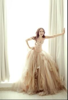 Little Treasures: Lazy Sunday Dreaming - Amazing dresses