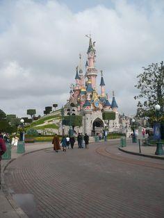 Walt Disney World Tower Of Terror, Space Mountain, Indiana Jones, Eurotrip, Disneyland Paris, Walt Disney World, Family Travel, Louvre, The Incredibles