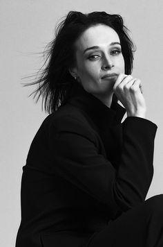 Woman Portrait, Female Portrait, Woman Movie, Studio Portraits, Photo Studio, Black And White, Film, Movies, Beautiful