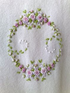 Embroidered roses with gold bars - Embroidery and Stitching Embroidery Designs, Embroidery Applique, Cross Stitch Embroidery, Machine Embroidery, Embroidery Digitizing, Flower Embroidery, Hardanger Embroidery, Silk Ribbon Embroidery, Embroidery Thread