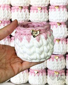 1 million+ Stunning Free Images to Use Anywhere Diy Crochet Basket, Crochet Basket Pattern, Crochet Patterns, Crochet Crafts, Crochet Yarn, Crochet Projects, Crochet Sole, Crochet Coffee Cozy, Crochet T Shirts